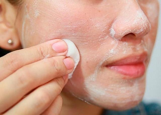 hogyan lehet megszabadulni a vörös foltoktól az arcon sérülés után vörös folt a térdén és viszketés